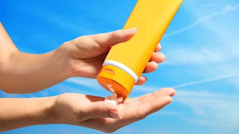 sunscreen - هر آنچه از لیزر مو باید بدانید (عوارض و مزایا لیزر چه چیز هایی است)